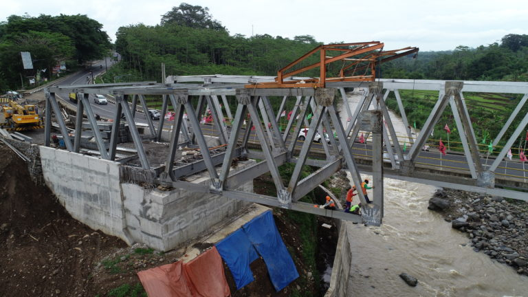 Erection Jembatan Rangka A-60