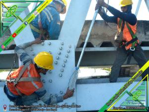 Pengencangan Baut Jembatan Rangka - CV Kawijaya