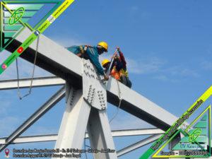 Pengencangan Baut Jembatan di Kalimantan Tengah