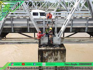 Pengencangan Baut Jembatan Jurug - Surakarta